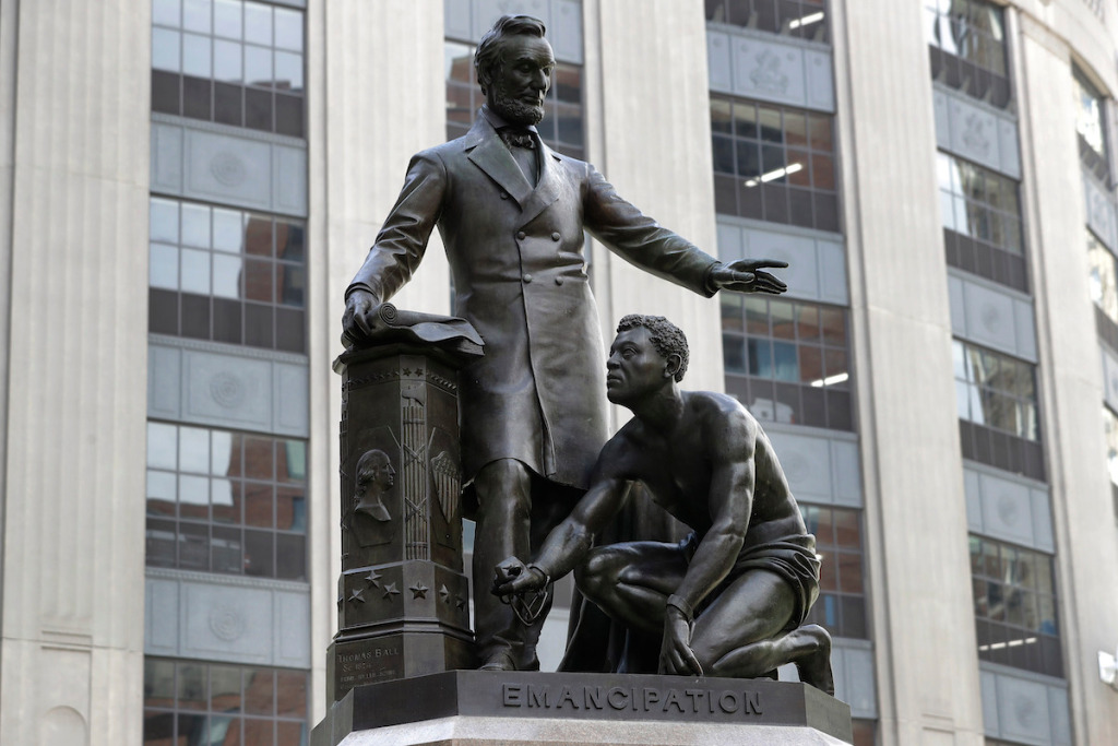 Lincoln Monument in Boston Comes Down, Breonna Taylor Sculpture Stolen in California, and More: Morning Links from December 30, 2020